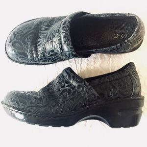 """Born Dark Navy and Black Patterned """"Peggy"""" Clog"""